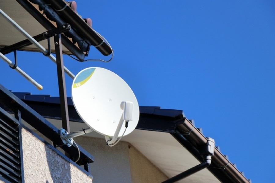 アンテナ工事で取り付けた衛星放送パラボラアンテナ