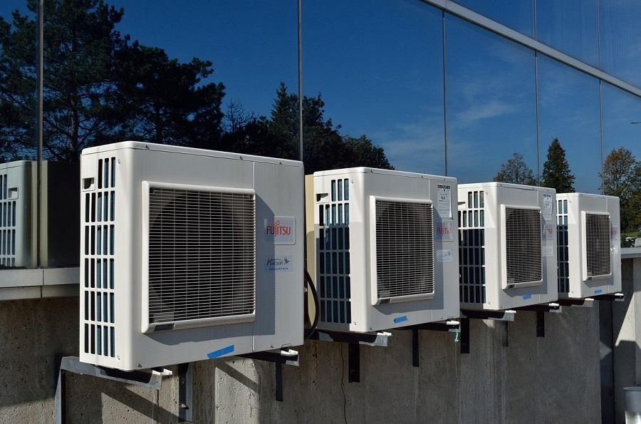 エアコン工事で設置した複数台の室外機